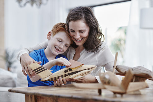 Mother and son with model airplanes - RORF00332