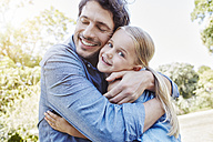 Father and daughter hugging outdoors - RORF00347