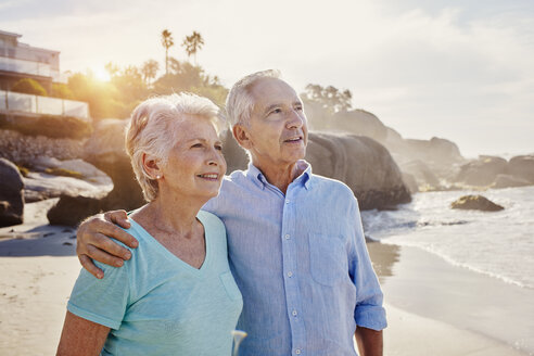 Senior couple on the beach - RORF00359