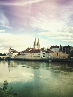 Germany, Bavaria, Regensburg, historic city center and Danube river - GWF04900