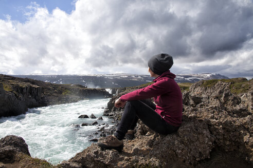 Iceland, Godafoss, hiker looking at view - RBF05211