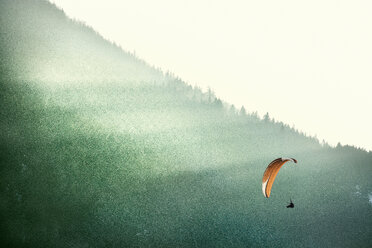 Germany, Pfronten, paraglider in front of mountain - BMA00233