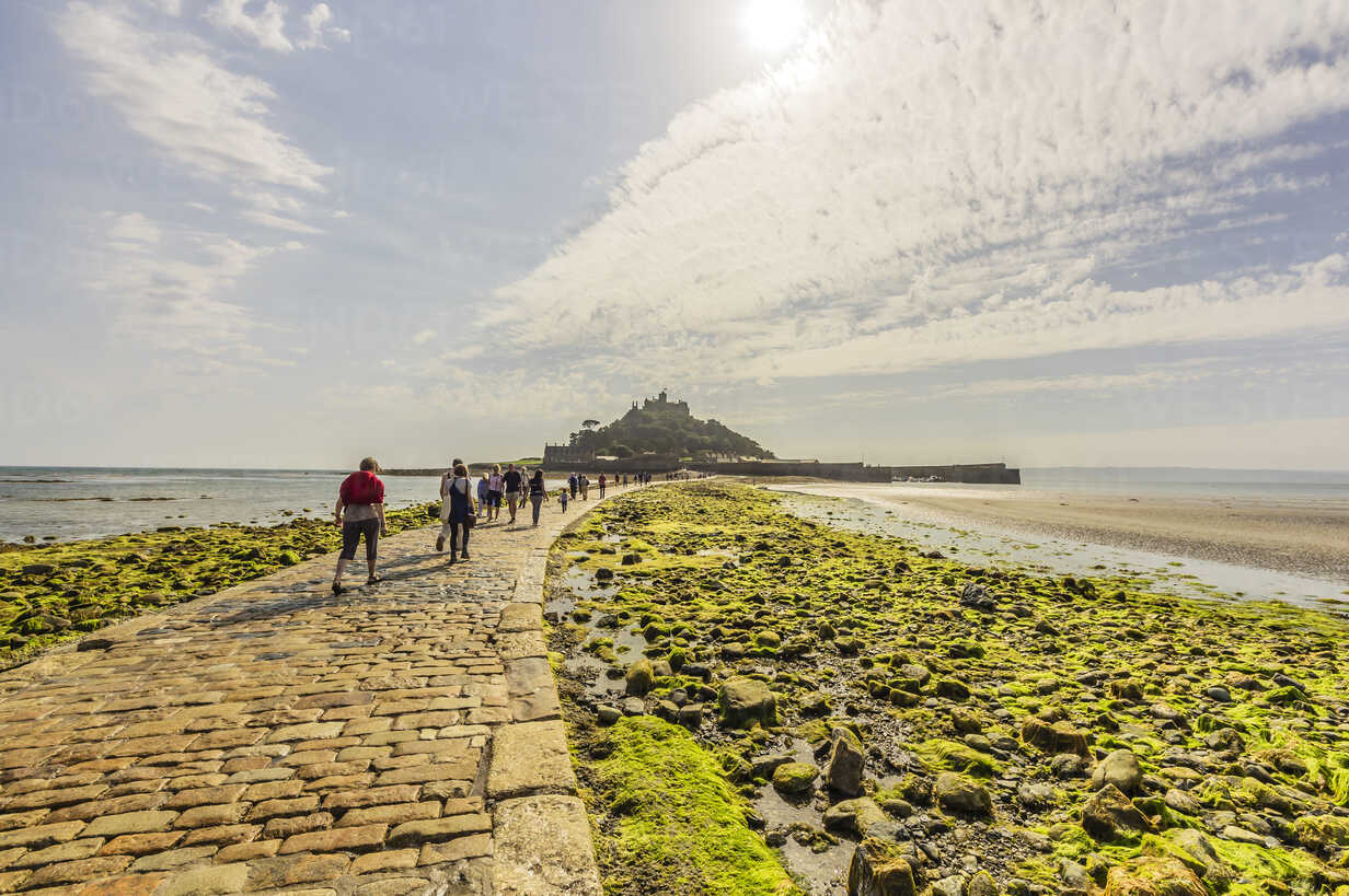 UK, Cornwall, Marazion with St. Michael's Mount in background - THA01857 - Thomas Haupt/Westend61