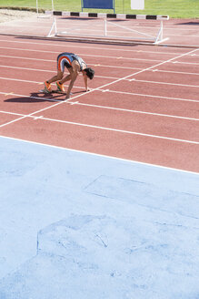 Runner on tartan track in starting position - ABZF01400
