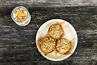 Plate with oat muffins - EVGF03114