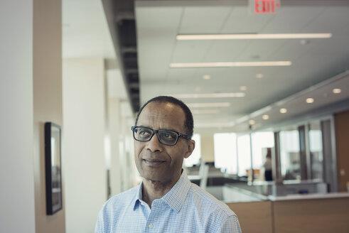 Afro American man in office, portrait - WESTF21797