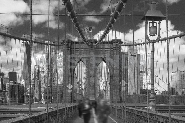 USA, New York City, pedestrians on Brooklyn Bridge - ZEF11114