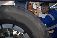 Repairman tuning tire with machine - ZEF11152