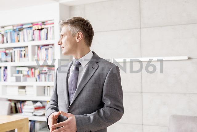 Businessman looking sideways - LOF04607