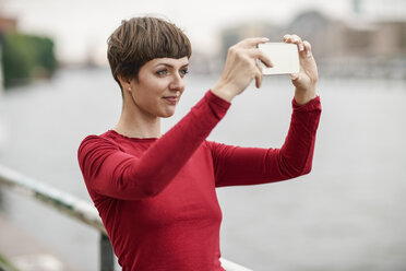 Portrait of young woman taking selfie with smartphone - TAMF00763