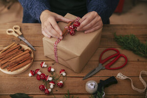 Woman's hands decorating Christmas present - RTBF00492