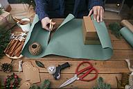 Woman wrapping christmas gifts - RTBF00504