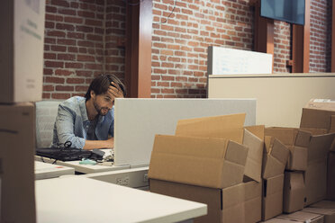 desperate businessman working in office - WESTF21943