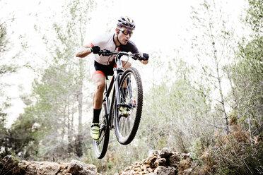 Mountainbiker jumping midair - JRFF00990