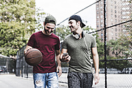 Two smiling friends with basketball outdoors - UUF09141