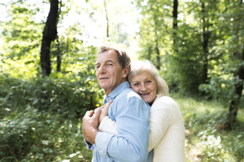 Portrait of happy senior couple relaxing together in the woods - HAPF01052