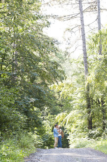 Happy senior couple kissing in the woods - HAPF01061