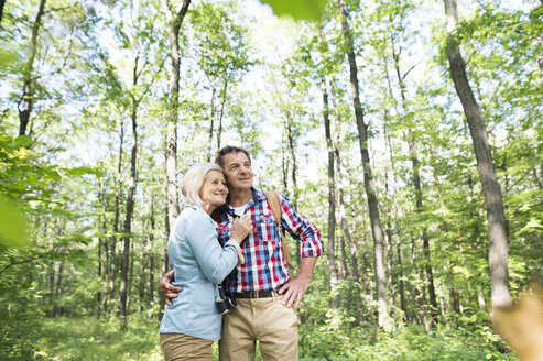 Senior couple in the woods - HAPF01085