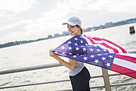 USA, Manhattan, happy woman with American flag - GIOF01610