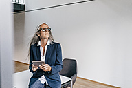 Businesswoman in office with tablet - KNSF00493