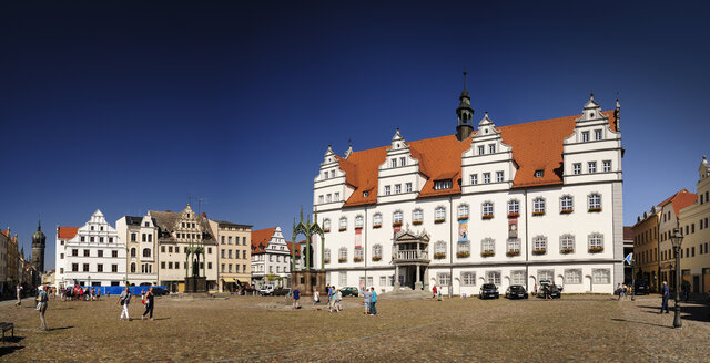 Germany, Lutherstadt Wittenberg, view town hall at market square - BT00414