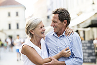 Happy senior couple - HAPF01134