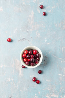 Bowl of fresh cranberries - MYF01846