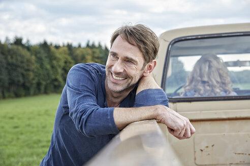 Smiling man at pick up truck - FMKF03204