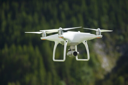 Flying drone with camera - MMAF00013