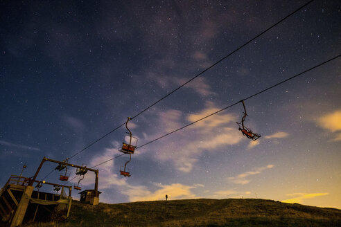 Italy, Bielmonte, starry sky and chair lift - SIPF01092