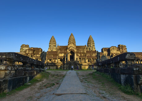 Cambodia, Siem Reap, Angkor Wat, view of temple complex - TOV00064