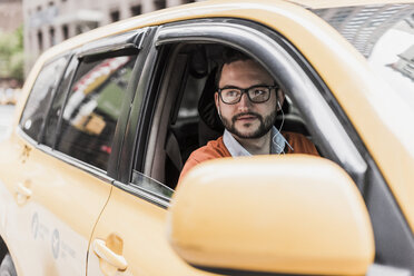 USA, New York City, Businessman sitting in cab - UUF09243