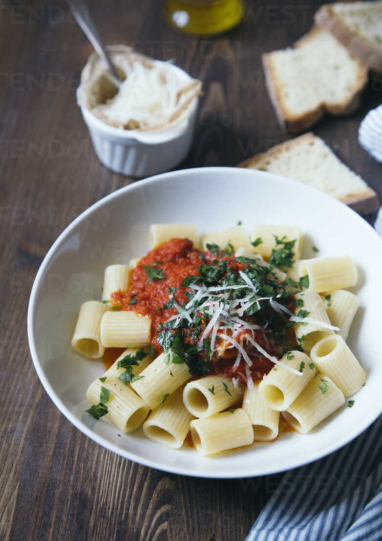 Pasta with tomato sauce - DAIF00008 - ABCreative/Westend61