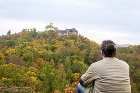 Germany, Thuringia, Man looking at Wartburg Castle - MID00818