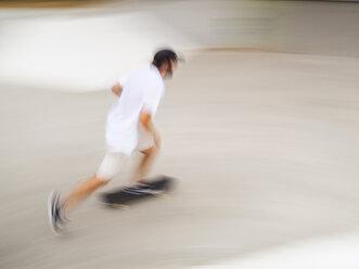 Young man skate boarding in skate park - LAF01808