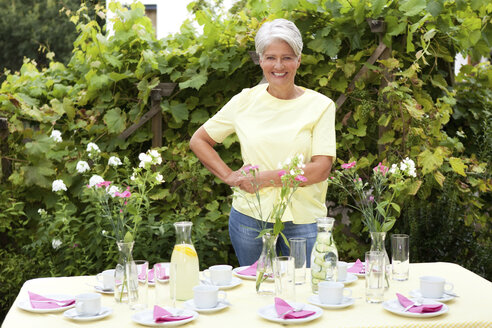 Mature woman decoration garden table for birthday party - MFRF00747