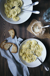 Ravioli with butter and pepper - DAIF00012