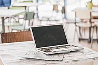 Broken laptop on work desk - JOSF00408