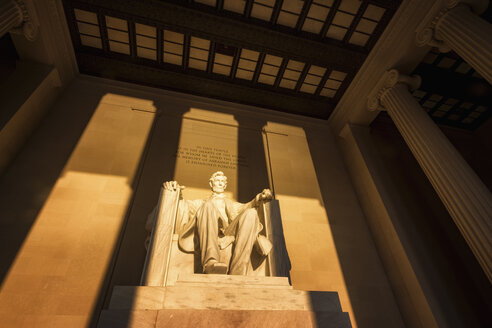 USA, Washington DC, Lincoln Memorial at sunrise - SMAF00588
