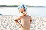 Portrait of little boy with diving goggles and snorkel on the beach - VABF00849