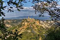 Italy, Lazio, view to Civita di Bagnoregio - LOMF00443