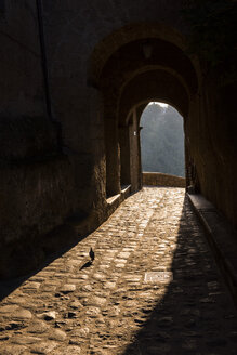 Italy, Lazio, archway at Civita di Bagnoregio by sunset - LOMF00446