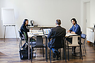 Business people having a team meeting in office - EBSF01889