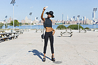 USA, New York City, Brooklyn, confident young woman taking a selfie - GIOF01665