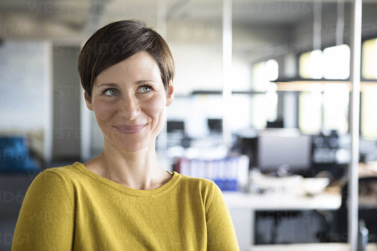 Portrait of smiling businesswoman in office - RBF05237 - Rainer Berg/Westend61