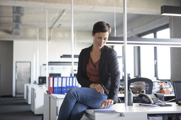 Businesswoman in office using tablet - RBF05243