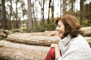 Laughing woman in autumnal nature - HAPF01158