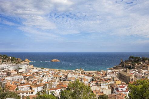 Spain, Costa Brava, Tossa de Mar, town and Mediterranean Sea - ABOF00130