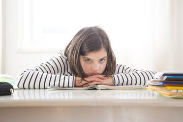 Girl doing homework - LVF05667