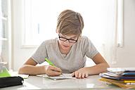 Boy doing homework - LVF05670